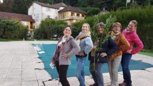 groupe devant piscine